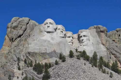 Stone figures of George Washington, Thomas Jefferson, Theodore Roosevelt and Abraham Lincoln carved in the rock on Mount Rushmore